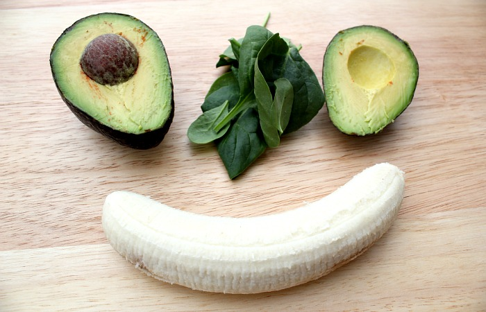 This Avocado Banana smoothie is easy to make and great for breakfast [paleo friendly[