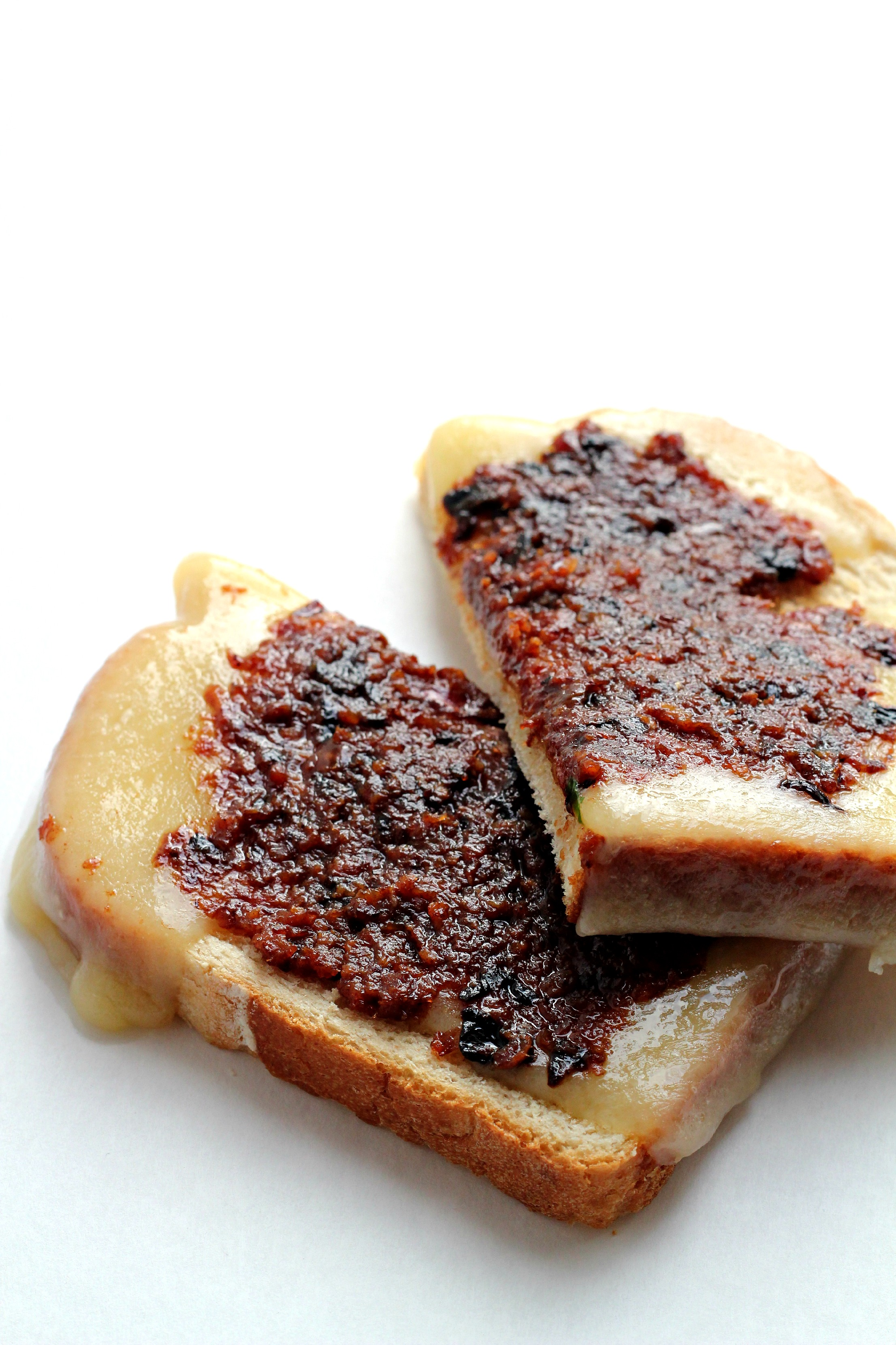This Paleo Bacon Jam is so amazing. It is great on a burger or a gluten free grilled cheese. I double it once a week and use it on everything!