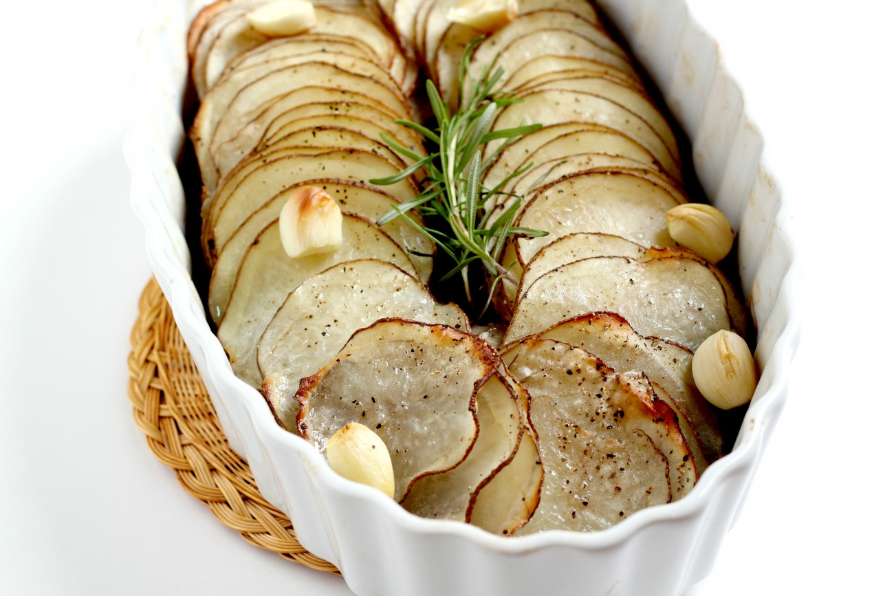 These Whole 30 Potatoes with Rosemary and Garlic are simple to make but are so appealing and delicious. Perfect for a holiday or a regular weeknight!