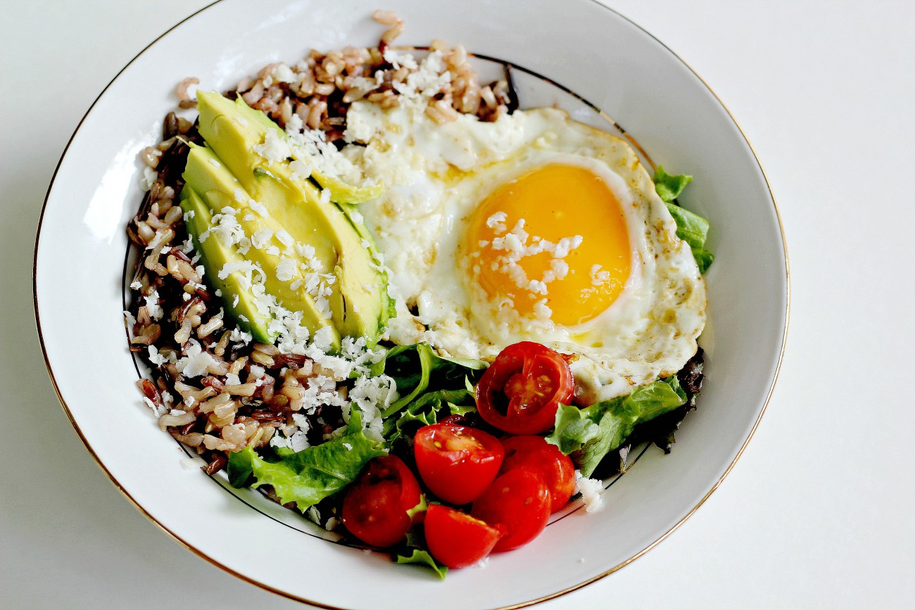 This gluten free lunch bowl is my favorite way to get a nutritious and filling meal. I love the flavors of cojita, avocado, and sriracha.